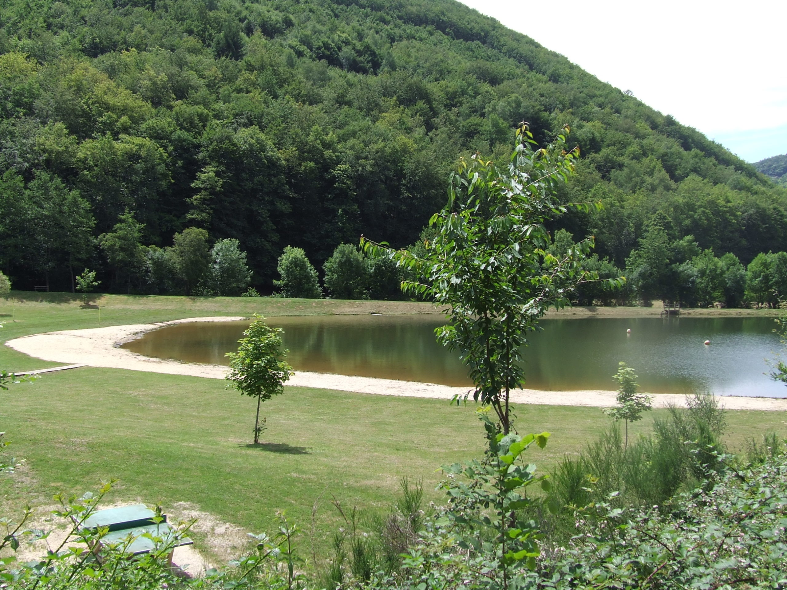 Plan d'eau du Maurs - Office de tourisme de la Chataigneraie Cantalienne
